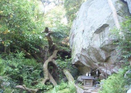 岩神神社のご神体